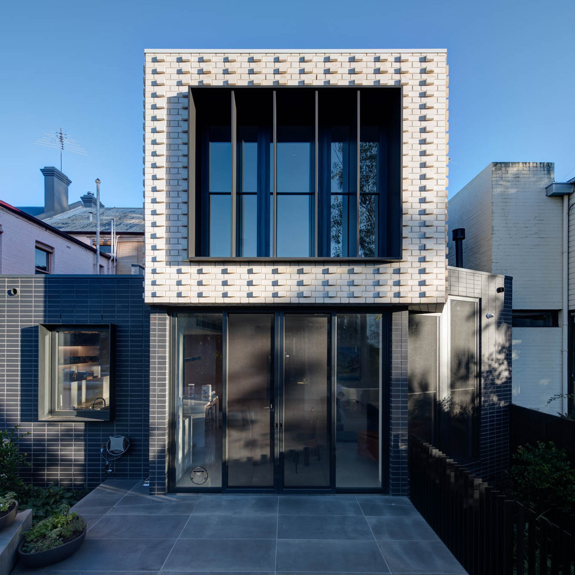 https://jamarchitects.com.au/wp-content/uploads/2021/07/JAM-Projects-GatehouseSt01a-1920x1920-1.jpg